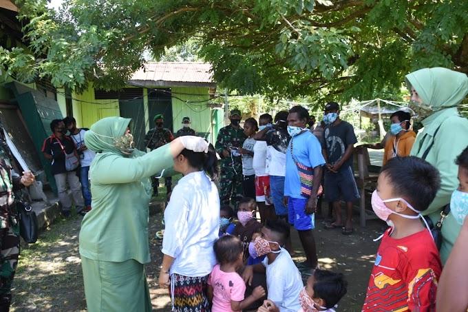 Peduli Covid 19 Ketua Dharma Pertiwi Daerah P Bagikan Masker Ke Masyarakat
