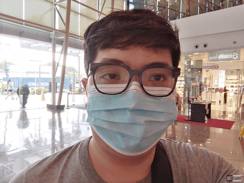 Huawei Y7 selfie indoors