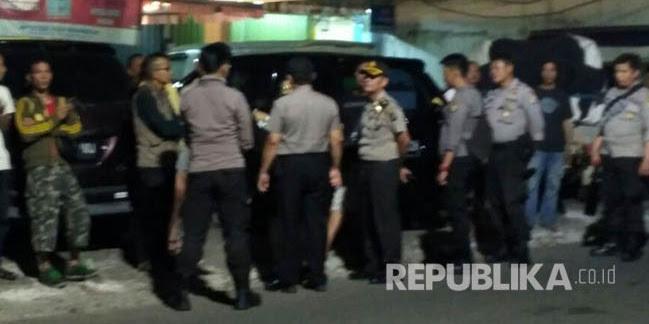 Polisi Bantah Membubarkan, Ada Polisi Misterius yang Membubarkan Festival Pantun Betawi?