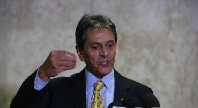 ROBERTO JEFERSON DISSOLVE DIRETÓRIO DO PTB NA BAHIA POR CAUSA DE ALIANÇA COM DEM