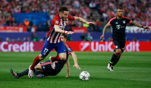 Saùl Niguez slalome dans la défense du Bayern lors du match aller