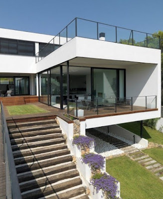 Desain Rumah di Lahan Miring
