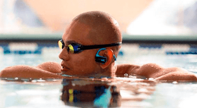 Fitbit audífonos atletas tecnologia