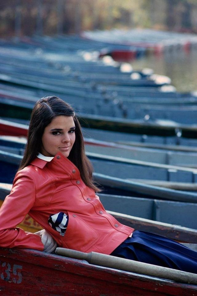 40 Beautiful Portrait Photos of Ali MacGraw in the 1960s