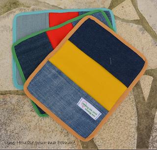 Description : couvres-livre faient dans differents tissus coton ou wax, rigidifiés, intérieurs coton assortis, rabats en jeans recyclés, biais assortis appliqués avec soin. Dimensions idéales pour tout livre de poche.