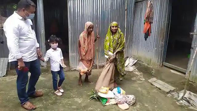 বকশীগঞ্জে বৃদ্ধা হাজেরার পাশে ওসি শফিকুল ইসলাম সম্রাট