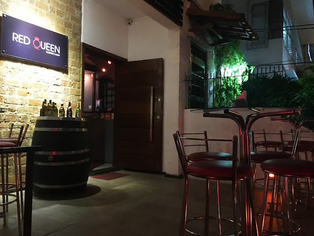 Fachada do Red Queen Lounge e Bar