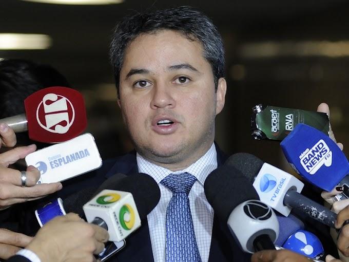 """Efraim Filho dá chega pra lá em Ricardo Coutinho e diz que Democratas fica com João Azevêdo: """"política é escolher lado"""""""