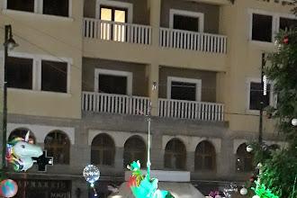Πρωτότυπο το φετινό άναμμα του Δέντρου στο Άργος Ορεστικό - Το ξωτικό έφερε πινελιές και δώρα (ΦΩΤΟΣ)