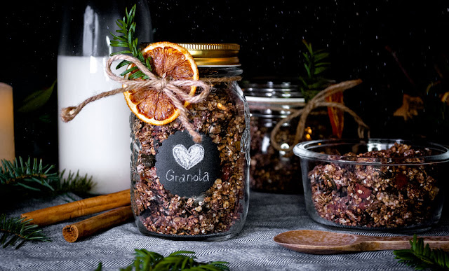 yunaban, granola, vegan, glutenfree, oats, haferflocken, müsli, müesli, breakfast, diy, gift, souvenir, gingerbread, gingerbread granola, schweiz, swiss, switzerland, homemade, christmas gift idea, zero waste, foodie, food blogger, recipe, rezept