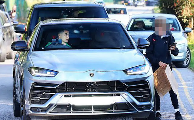 Ronaldo stopped the car to meet the wishes of MU fans
