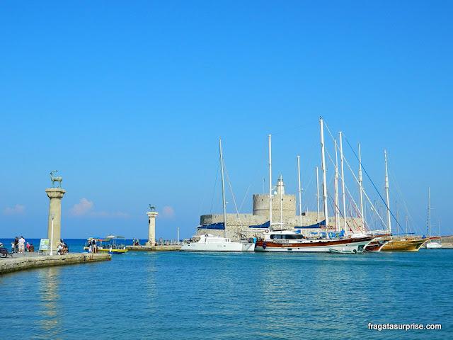 Porto de Manfráki em Rodes, Grécia