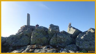 Vistas del vértice en la cima del Pico Muxivén.