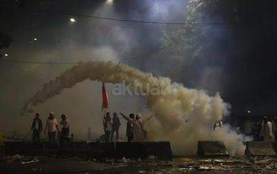 Akibat Gas Air Mata Polisi, Guru Ngaji Meninggal Saat Aksi Bela Islam