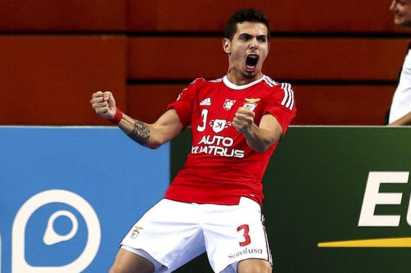 O site Futsal Planet distinguiu Ricardinho como o melhor jogador do Mundo  pela sexta vez. Bruno Coelho do Benfica 875c5978c3dbb