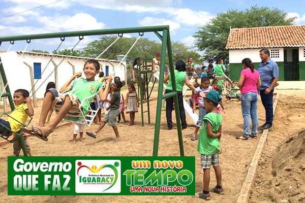 Secretária de Educação, agradece as várias ações do prefeito Zeinha Torres, em todas as 14 unidades escolares do municipio de Iguaracy.