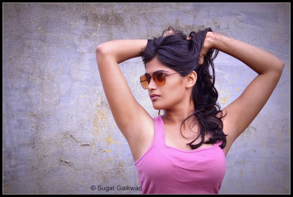 Isha Keskar hot tight tshirt image wallpaper