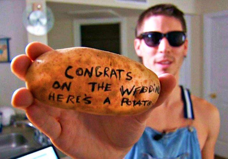 Alex Craig sıfırdan başlayıp zengin olanlar arasına üstüne yazı yazdığı patatesleri satarak girdi.