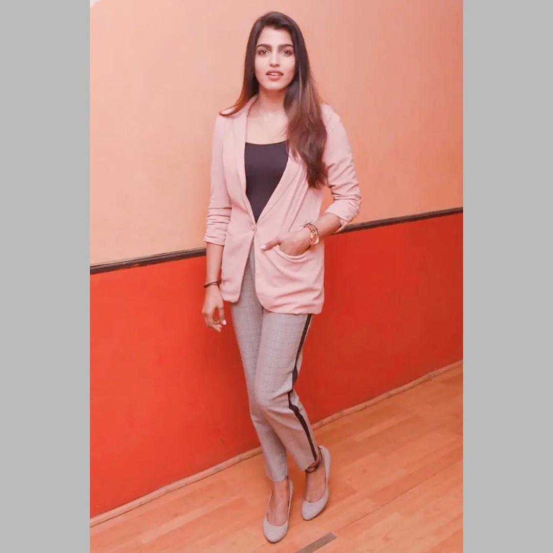 Actress Sai Dhanshika HD Photos