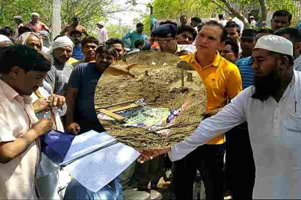 sector-65-kabristan-news-babu-khan-head-stolen-ballabhgarh-sadar-police-fir