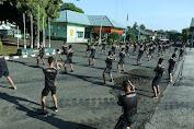 Prajurit Yonkav 1 Kostrad Latihan Beladiri Menggunakan Double Stick