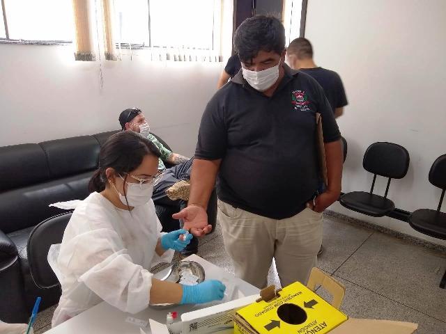 Polícia Civil e Prefeitura de Jacupiranga realizam testes da Covid-19 em policiais civis na Delegacia Seccional