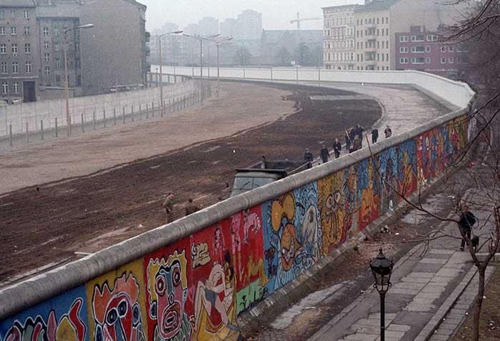 tembok berlin 2 sisi
