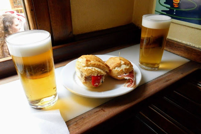 3 days in Madrid itinerary: Bocadillo and beer at Taberna La Dolores