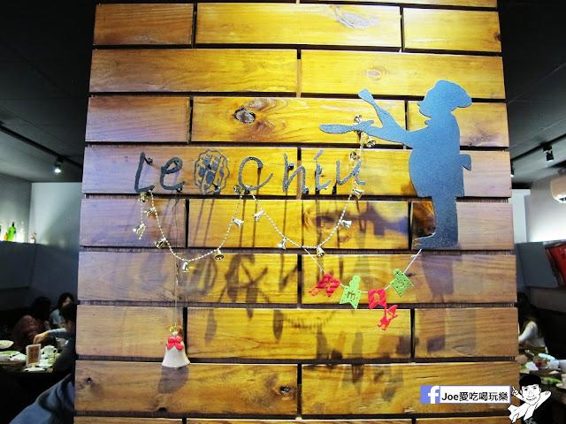 IMG 5252 - 【台中美食】二訪樂丘廚房!! 樂丘廚房 - 東海店 這次依舊點了最喜歡的鬆餅漢堡、蜜糖鬆餅,還有最新菜色!!!!舒芙蕾鬆餅!! 軟軟綿綿的口感,搭配抹茶醬一整個幸福!!!