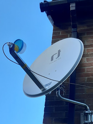 Patch feed mounted on dish.