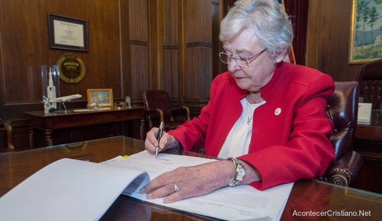 Gobernadora de Alabama Kay Ivey.