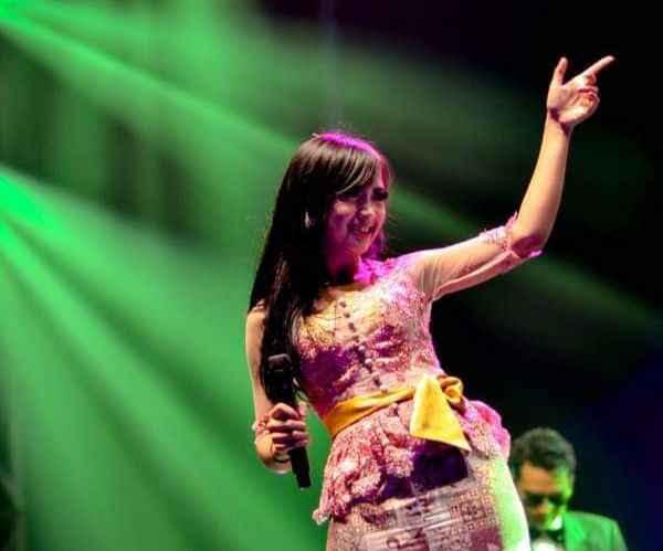 dina-sugianti-ichuy-jei-angklung-live-java-jazz-festival-2015-purwakarta-profil-foto