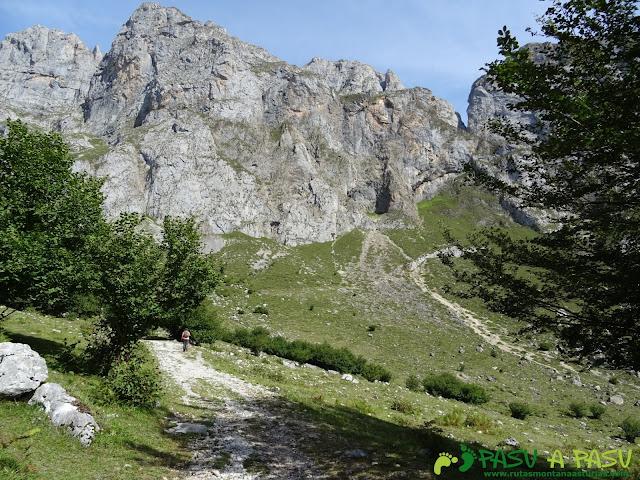 Torre Blanca: Sendero hacia la Jenduda desde Fuente Dé