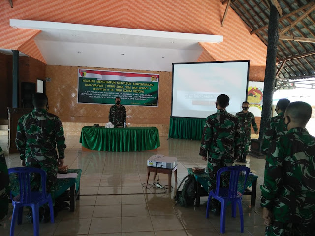 Mojokerto - Dalam rangka melaksanakan pemberdayaan wilayah pertahanan di Darat perlu dipersiapkan potensi Nasional untuk menjadi kekuatan pertahanan, untuk itu Korem 082/CPYJ menyelenggarakan kegiatan menghimpun, menyusun dan inventarisasi data Perlawanan Wilayah (Wanwil) TA. 2020. Rabu, (19/8/2020).  Pada kesempatan ini, Danrem 082/CPYJ Kolonel Inf M.Dariyanto dalam sambutannya yang dibacakan oleh Pasi Wanwil 082/CPYJ Mayor Inf Suko Edi Winarto S.Sos mengatakan Bahwa sesuai UU RI Nomor 34 Tahun 2004 Dalam melaksanakan Operasi Militer Selain Perang (OMSP) pada hakekatnya adalah kegiatan penyiapan wilayah pertahanan dan kekuatan pendukungnya secara dini sesuai sistem pertahanan semesta serta upaya membangun, memelihara, meningkatkan dan memantapkan kemanunggalan TNI dan Rakyat.  Kegiatan penyiapan wilayah pertahanan dan kekuatan pendukungnya di daerah dilaksanakan oleh Satkowil jajaran yang berada di wilayah Komandonya bersama-sama dengan Aparat maupun Intansi terkait melalui pembinaan terhadap sumber daya nasional yang meliputi Pembinaan Geografi, Pembinaan Demografi dan Pembinaan kondisi sosial sehingga akan terealisasi data-data yang Valid, akurat dan up to date serta dapat disajikan setiap saat untuk kepentingan pertahanan Negara.  Dalam kegiatan menghimpun, menyusun dan menginventarisasi data perlawanan wilayah (Wanwil) TA. 2020 dihadiri oleh Para Kasi Korem 082/CPYJ , Para Pasi Kodim jajaran Korem 082/CPYJ, Para perwakilan Danramil dan Babinsa Kodim jajaran Korem 082/CPYJ, Para Bati Kodim jajaran serta Bati Makorem 082/CPYJ. (Jayak)Mojokerto - Dalam rangka melaksanakan pemberdayaan wilayah pertahanan di Darat perlu dipersiapkan potensi Nasional untuk menjadi kekuatan pertahanan, untuk itu Korem 082/CPYJ menyelenggarakan kegiatan menghimpun, menyusun dan inventarisasi data Perlawanan Wilayah (Wanwil) TA. 2020. Rabu, (19/8/2020).  Pada kesempatan ini, Danrem 082/CPYJ Kolonel Inf M.Dariyanto dalam sambutannya yang dibacakan oleh Pasi Wanwil 082/CPYJ Mayor Inf Suko
