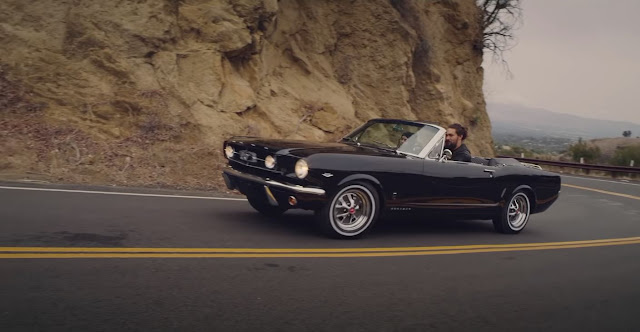 Lisa-Bonnet-1965-Ford-Mustang-Convertible