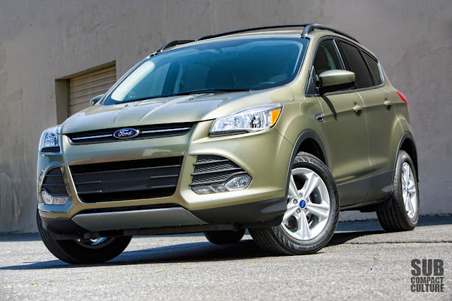 2013 Ford Escape SE FWD front 3/4 shot