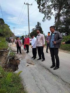 Komisi B DPRD Sumut Tinjau Kerusakan Jalan Provinsi Lintas Dolok Sanggul - Pakkat