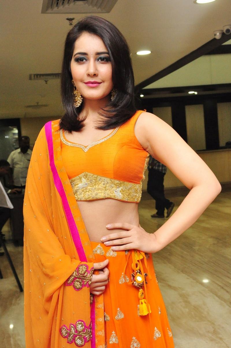Raashi Khanna Hot Photos