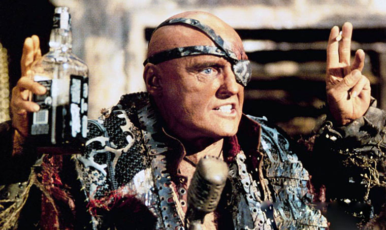 Dennis Hopper in WATERWORLD (1995). Quelle: Universal