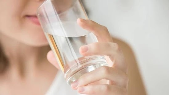 गर्म पानी पीने के नुकसान   सवेरे गर्म पानी पीने के नुकसान