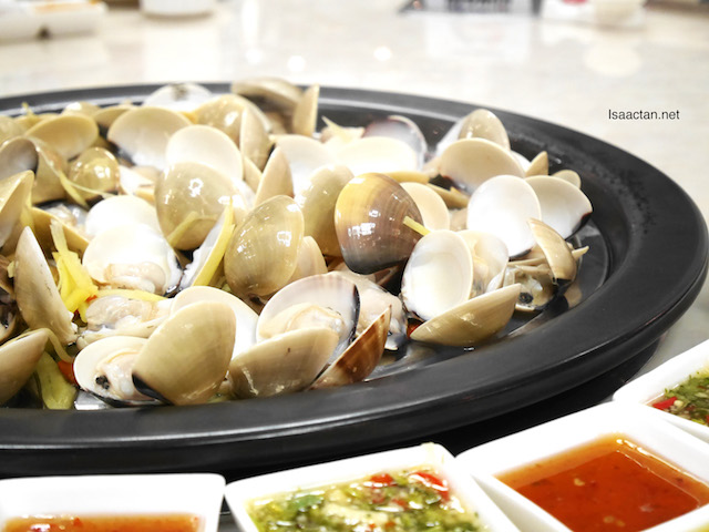 Watch how beautiful the clams look when cooked