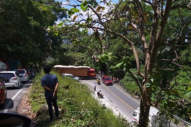 Lagi, Truk Mogok di Tompo Ladang Sebabkan Lalin Bone-Makassar Tersendat