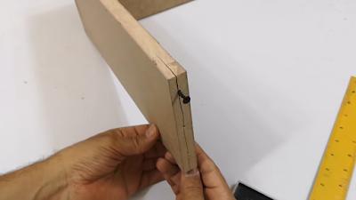 تشقق في لوح خشبي نتيجة الربط الخاطئ للمسمار