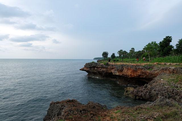 Pantai Ropet, sumber: http://www.aprijanti.com/2016/12/pulau-gili-iyang-madura.html