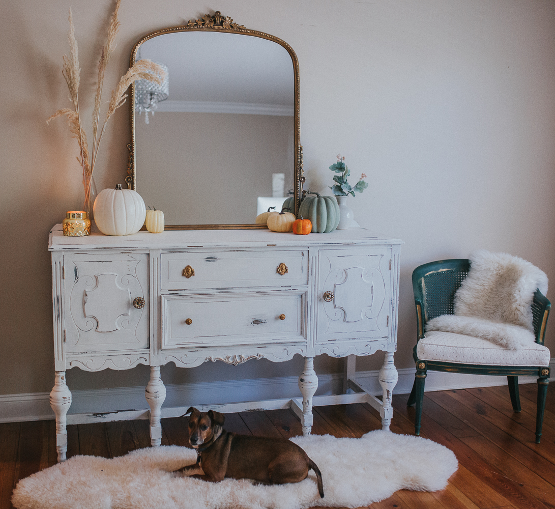 Annie Sloan chalk paint, distressed furniture, farm house furniture, shabby chic furniture