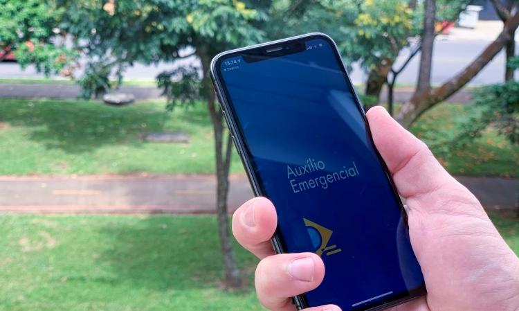 Auxílio emergencial pode ficar para abril, diz Guedes