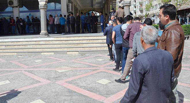 Diyarbakır'da toplu taşıma biniş kartlarının bir noktadan dağıtılmasına tepki