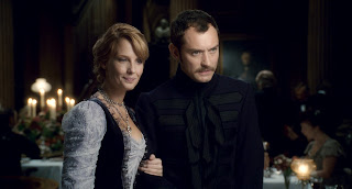Jude Law and Kelly Reilly as Dr John Watson and Mary Morstan in Sherlock Holmes (2009)