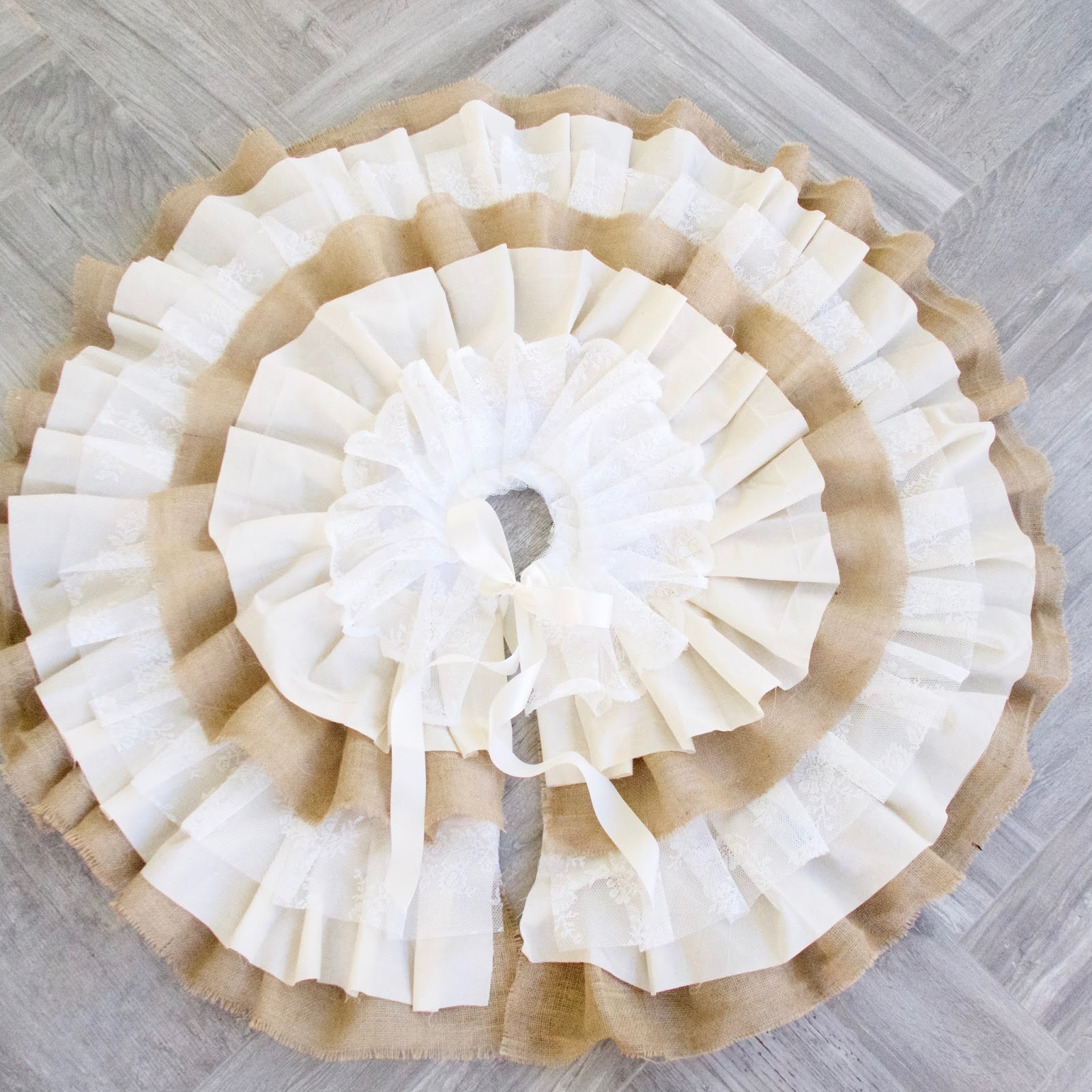 Do it yourself divas diy burlap and lace christmas tree skirt merry christmas our beautiful farmhouse burlap and lace tree skirt is easy to make and oh so stunning solutioingenieria Image collections