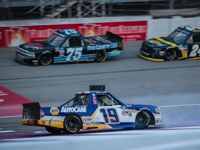 Derek Kraus Takes 8th In Spectacular Finish #NASCAR Trucks